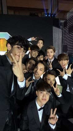 Everyone looks normal but Chen looks like he's dying inside Lay just looks done and baekhyun.well he's just baekhyun Baekhyun Chanyeol, Park Chanyeol, Foto Bts, K Pop, Chen, Ntc Dream, Exo Group, Exo Lockscreen, Exo Ot12