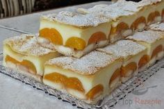 Delicious pudding cake with puff pastry Top-Rezepte.de - A simple cake to fall in love with: puff pastry, pudding, ladyfingers and fruit. Only two packets o - Pudding Desserts, Pudding Cake, Easy Desserts, Puff Pastry Recipes, Cookie Recipes, Dessert Recipes, Soft Gingerbread Cookies, Czech Recipes, Food Cakes