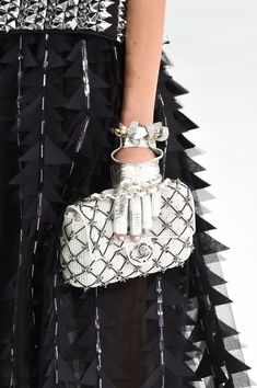 Chanel clutch at Paris Spring 2016 (Details)