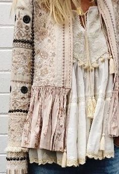 55 Trendy Fashion Boho Winter Bohemian Style Source by fashion boho Mode Hippie, Mode Boho, Boho Fashion Winter, Trendy Fashion, Bohemian Fashion, Style Fashion, Bohemian Outfit, Embroidery Fashion, Embroidery Dress