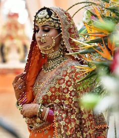 Absolutely going gaga over this bride's heavily embellished bridal outfit in the hues of pink & orange. Indian Wedding Bride, Sikh Bride, Punjabi Bride, Desi Wedding, Wedding Attire, Wedding Tips, Punjabi Wedding, 00s Mode, Indian Bridal Outfits