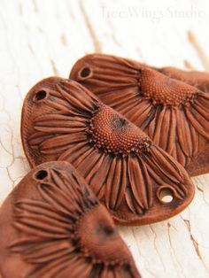 Rustic Copper Brown - Half Daisy rustic boho chic painted focal station pendant (ready to ship) Polymer Clay Projects, Polymer Clay Creations, Porcelain Clay, Ceramic Clay, Ceramic Jewelry, Ceramic Beads, Clay Ornaments, Ceramic Flowers, Partys