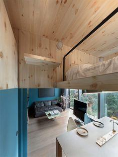 Localizado no bairro residencial de Ho Man Ti0,n em Kowloon, Hong Kong, este apartamento foi projetado com um quarto tipo uma caixa, que está suspenso acim