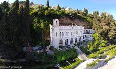 Παναγία Τρυπητή: Η μοναδική ιστορία της Μεγαλόχαρης στο Αίγιο - fiftififti Greece, Mansions, House Styles, Greece Country, Manor Houses, Villas, Mansion, Palaces, Mansion Houses