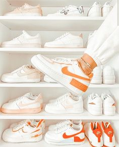 Adidas Shoes Outfit, All Nike Shoes, Best Sneakers, Sneakers Fashion, Sneakers Nike, Aesthetic Shoes, Aesthetic Clothes, Nike Kicks, Fresh Shoes