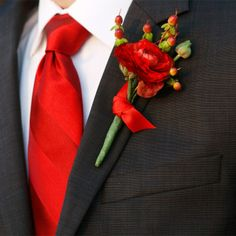 Red Ranunculus and Berry Boutonniere // photo by: Kristi Wright Photography // Boutonniere: Whole Blossoms