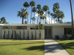 Another mid-century modern house in Palm Springs, photographed by dreaming_of_rivers.