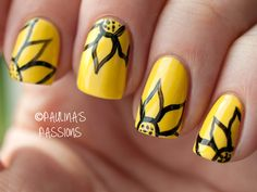 31DC2013 Day 03: Yellow Flower Nails - Paulinas Passions