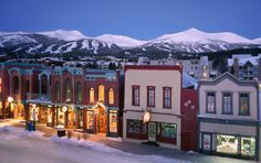 Picturesque Main Street offers charming coffee shops, designer boutiques, and friendly pubs. Enjoy fine art galleries to lively festivals year round.