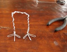 House InsideOut: Wire Bird Legs Tutorial