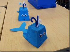 Adorable blue whale - idea of using egg carton + pipe cleaner Snail And The Whale, Jonah And The Whale, Under The Sea Crafts, Under The Sea Theme, Whale Crafts, Ocean Crafts, Crafts To Make, Crafts For Kids, Arts And Crafts