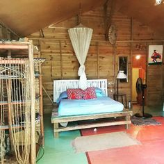 Entire home/apt in Negril, Jamaica. Situated 10 minutes away from the famous 7 mile Negril beach and resort town, Jah Property will give you a real feel for the country. Rastafarian o...