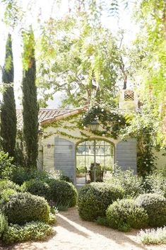 brooke and steve giannetti / patina farm, ojai California Garden, California Homes, Ojai California, Country Landscaping, Backyard Landscaping, California Front Yard Landscaping Ideas, Backyard Ideas, Provence Garden, Tuscan Garden