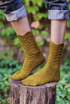 Ravelry: Padina Pavonia Sock pattern by Hunter Hammersen Loom Knitting, Knitting Socks, Hand Knitting, Knitting Patterns, Crochet Socks, Knit Or Crochet, Knit Socks, Women's Socks, Patterned Socks