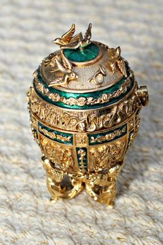 (Russia) Complete set of Joan rivers imperial treasures Faberge eggs. Objets Antiques, Fabrege Eggs, Faberge Jewelry, Joan Rivers Jewelry, Imperial Russia, Egg Art, Russian Art, Egg Decorating, Oeuvre D'art