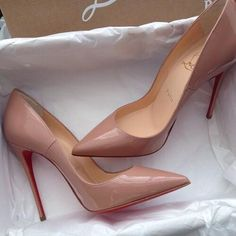 Louboutin pumps that have recognized thanks to its red sole - Stiletto models Cute Shoes, Me Too Shoes, Pretty Shoes, Shoe Boots, Shoes Heels, Nude Heels, Blush Heels, Christian Louboutin Shoes, Louboutin Pumps