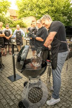 Become a BBQ Hero in 2020! Learn new bbq recipes, improve your bbq skills and, of course, eat delicious barbecue food! If you purchase a selected #Weber barbecue (Genesis II, Summit or Master-Touch) at the Outdoor Scene until 15.03.2020, you will get a free #bbq course at the Weber Grill Academy!