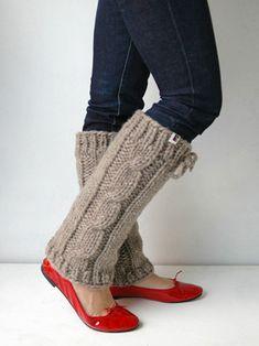 I love legwarmers! Crochet Christmas Gifts, Christmas Knitting, Loom Knitting, Hand Knitting, Thigh High Leg Warmers, Knit Leg Warmers, Boot Cuffs, Love Crochet, Winter Accessories