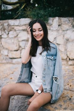 5577cf070806 Unif-denim-jacket-Zara-white-ripped-shorts-casual-