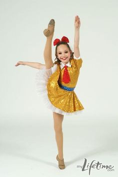 Maddie Ziegler from dance moms executes a beautiful side kick. Dance Moms Chloe, Dance Moms Dancers, Dance Mums, Dance Moms Girls, Just Dance, Dance Moms Costumes, Jazz Costumes, Dance Outfits, Dance Picture Poses