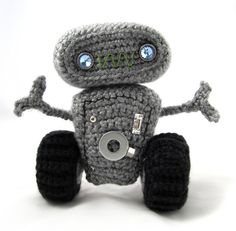 Cuddly Robot Crochet Pattern | Squirrel Picnic