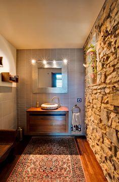 baño con mezcla de estilos que en su conjunto se complementan