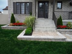 Front Walkway Landscaping, Brick Pathway, Home Landscaping, Driveway Design, Front Yard Design, Concrete Patio Designs, Stair Decor, House Landscape, Dream House Exterior