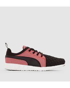 Sneakers Wns Carson Runr Quil från Puma.<br>Ovandel: textil.<br>Foder: textil.<br>Innersula: EVA.<br>Yttersula: gummi.<br>Snörning. Lätta, färgade sneakers med quiltad effekt och välarbetade detaljer.