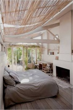 Using sun shelters that you have around your house, on your terrace or porch for outdoor bedroom decorating allows to enjoy summer and outdoor living spaces even in small apartments and homes