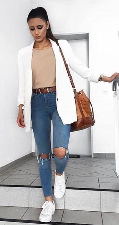 Tábata Bueno: 10 looks with white blazer to get inspired - ., Tábata Bueno: 10 looks with white blazer to get inspired - Blazer Outfits Casual, Cardigan Outfits, White Cardigan Outfit, Semi Casual Outfit Women, Semi Formal Outfits For Women, Legging Outfits, Dress Outfits, Mode Outfits, Fashion Outfits