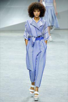Guarda la sfilata di moda Issey Miyake a Parigi e scopri la collezione di abiti e accessori per la stagione Collezioni Primavera Estate 2017.