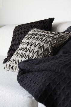 muotoseikka PEHMOISET PENTIKIT ALESSA / PENTIK DISCOUNT Geometric Pillow, Shades Of Black, Sustainable Living, Sweet Home, Cushions, Cottage, Sleep, Throw Pillows, Blanket