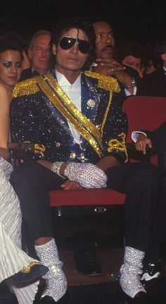 michael jackson, king of pop, and mj image Michael Jackson Bad, Michael Jackson Poster, Michael Jackson Wallpaper, Thriller Michael Jackson, Michael Jackson Outfits, Michael Jackson Costume, Paris Jackson, Jackson 5, Jackson Family