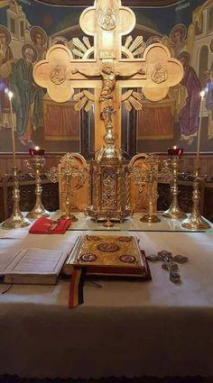 Altar ortodox Catholic Altar, Orthodox Christianity, Eucharist, Art Carved, Catechism, Orthodox Icons, Sufi, Religious Art, Byzantine