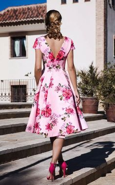 Mode Tutorial and Ideas Flowery Dresses, Elegant Dresses, Pretty Dresses, Casual Dresses, Short Dresses, Summer Dresses, Formal Dresses, Floral Fashion, Look Fashion