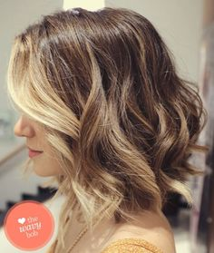 Who says balayage highlights are only for long hair? They look equally great on short hair as well. There are a couple of ways in which you can style your balayage shoulder length hair. Medium Short Hair, Short Hair Cuts, Medium Hair Styles, Short Hair Styles, Short Wavy, Short Blonde, Dark Blonde, Medium Layered, Long Curly