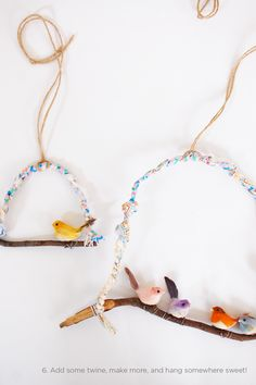 Oiseaux sur une branche #DIY    So cute and you could totally make it seasonal, if you prefer....Christmas birdies would be fun...also a great way to hang felted birdies, which is on my wish list of new crafts to try....