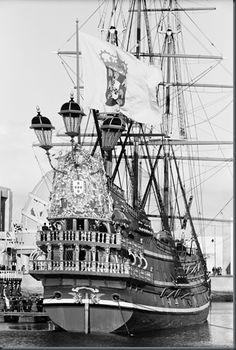 Exposição do Mundo Português, Lisboa, 1940 Portuguese Empire, Portuguese Culture, Tall Ships, History Of Portugal, Bateau Pirate, Old Sailing Ships, Full Sail, Ship Drawing, Exploration