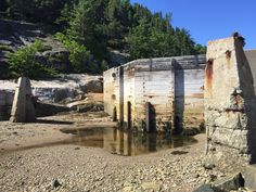 Les portes de la cale sèche Imbeau dans l'anse de L'Islet.