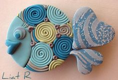 Polymer clay Fish - can I use beads for eyes? Polymer Clay Fish, Polymer Clay Miniatures, Fimo Clay, Polymer Clay Projects, Polymer Clay Jewelry, Ceramic Fish, Ceramic Art, Clay Magnets, Clay Animals