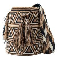 comprar bolso wayuu en madrid, wayuu, croche, bolsos hecho a mano, producto arte. Crochet Blocks, Crochet Chart, Crochet Stitches, Knit Crochet, Loom Patterns, Tapestry Bag, Tapestry Crochet, Mochila Crochet, Diy Bags