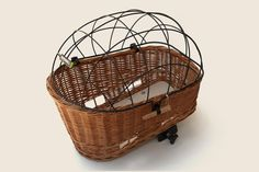 Pasja Small Rear Wicker Dog Basket. Includes removable universal clamp system that locks onto rear rack.