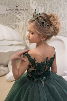 Flower Girl Dresses Jewel Neck Lace Sleeveless With Train Princess Silhouette Lace Formal Kids Pageant Dresses Green Flower Girl Dresses, Lace Flower Girls, Lace Flowers, Green Flowers, Little Girl Dresses, Girls Dresses, Girls Party, Flower Girl Hairstyles, Kids Wedding Hairstyles