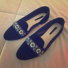 Zara Velvet Rose Black Flats 37 Size 37 Like New Zara Flats. Gorgeous black velvet with rose embellishments. Rare and sold out. Worn once! Zara Shoes Flats & Loafers