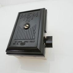 Vintage Art Deco M E M 8 switched bakelite/pot Fuse Box