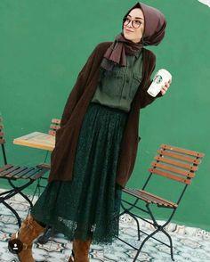 Hijab Street style 2017 - look 01 Hijab Chic, Casual Hijab Outfit, Hijab Dress, Islamic Fashion, Muslim Fashion, Modest Fashion, Fashion Outfits, Modest Wear, Modest Outfits
