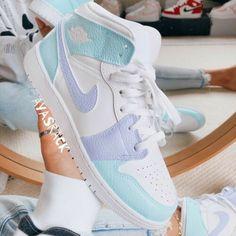 Cute Nike Shoes, Cute Nikes, Women Nike Shoes, Nike Women, Jordan Shoes Girls, Girls Shoes, Air Jordan Shoes, Jordan Nike, Jordan Sneakers