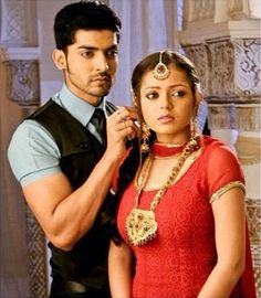 Drashti Dhami & Gurmeet Choudhary as Geet and Maan ~~ Geet Hui Sabse Parayi Gurmeet Choudhary, Drashti Dhami, Indian Drama, Indian Movies, Traditional Looks, Bollywood Stars, Couple Posing, Best Couple, Photo Poses