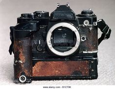 slr-camera-taking-pictures-photos-cameras-worn-out-35mm-slr-film-old-b1ct9k.jpg (640×494)
