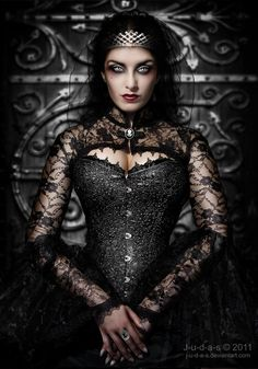 Un jour les rôlistes domineront le monde... • degeneratelowlife: Bloody Queen Mary…by JUDAS